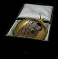 Gustav Klimt Glass ball christmas ornament (box) : The kiss