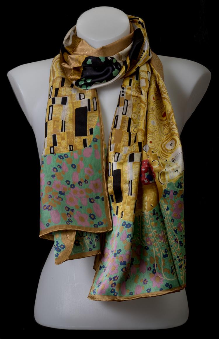 esthétique de luxe plus de photos factory Silk Scarf Gustav Klimt : The kiss