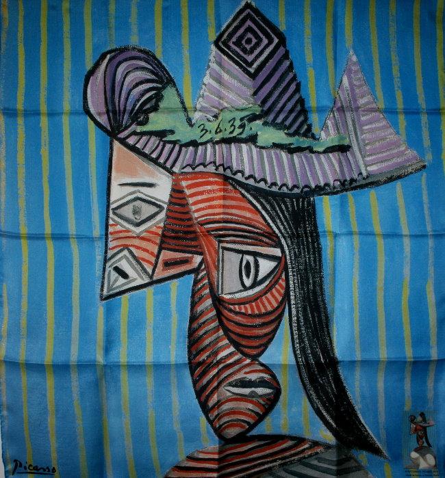 Carré de soie Pablo Picasso : Buste de femme au chapeau rayé, 90 x 90 cm