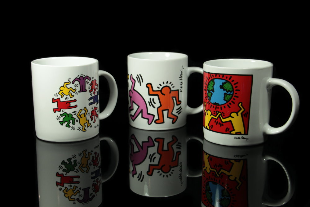 mugs artistiques en porcelaine de keith haring. Black Bedroom Furniture Sets. Home Design Ideas