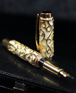 Gustav Klimt fountain pen, The tree of life (Holly Wood)